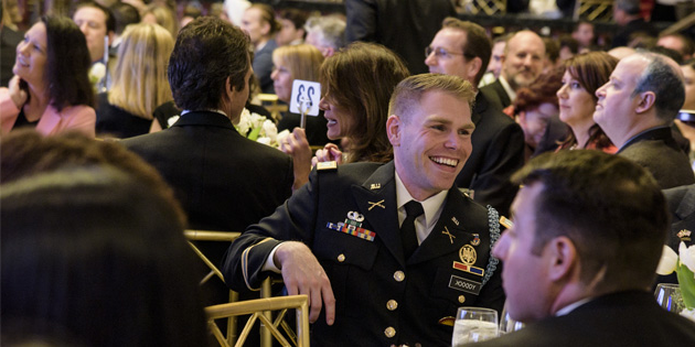 student veteran at school of law dinner